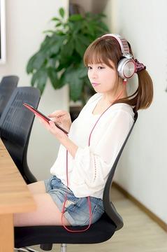 CSS85_ipadminiheadphone1292500